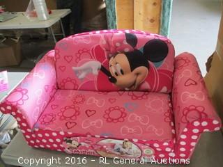 Minnie Pull out couch