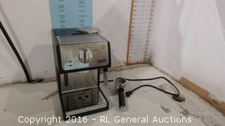 De Longhi bar Pump espresso and Cappuccino Machine in box