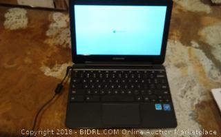 Samsung Laptop (Powers On)
