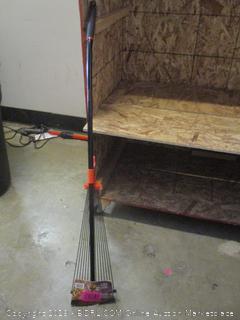 Black + Decker rake