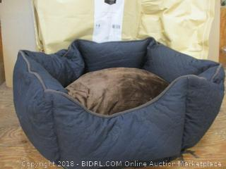 Two-Petspaces Wave Quilting Hexagon Beds