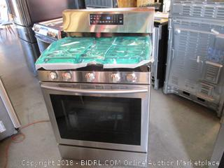 Samsung Stove and Oven , Powers Onb, Gas , dented and scratched see pictures