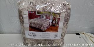 Queen Comforter Set - New