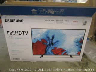 "Samsung Full HD TV 43""  Powers on, Cracked Screen See PIctures"