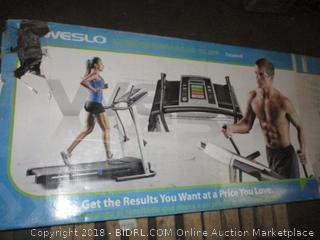 Weslo Crossealk 5.2 ft Treadmill Electric   See Pictures