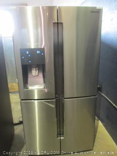 Samsung Refrigerator Powers on. Dented, Triple Cooling, See Pictures
