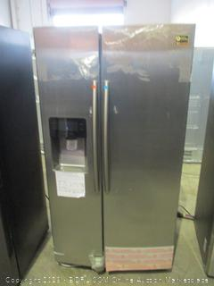 Samsung Refrigerator Digital Inverter Technology, Powers On, Twin Cooling Plus, Ice Master, scratched, dented, See Pictures