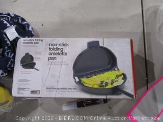 Non Stick folding omelette pan