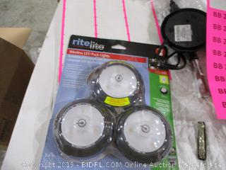 Wireless LED Puck Lights
