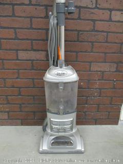 Shark Navigator Liftaway Deluxe Vacuum (Powers on)
