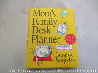 MOM'S FAMILY DESK PLANNER