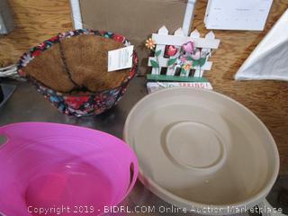 Basket & Terra Taupe Saucer