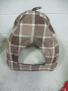 petspaces brown plaid igloo