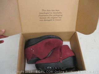 Skechers Memory Foam Shoes - Size 7.5