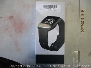 FITBIT VERSA SMARTWATCH (POWERS ON) (NO CHARGER)