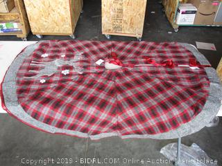FLANNEL TREE SKIRT