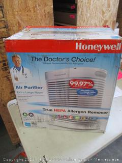 HONEYWELL TRUE HEPA ALLERGEN REMOVER (POWERS ON)