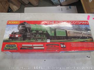 HORNBY THE FLYING SCOTSMAN (POWERS ON)