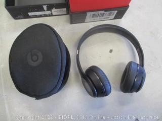 BEATS SOLO 3 WIRELESS HEADPHONES (POWERS ON)