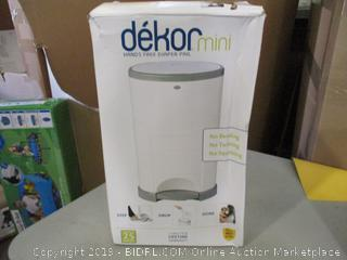 Hands Free Diaper Pail (Box Damaged)