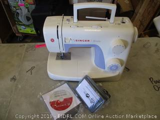 Singer Sewing Machine Powers On See Pictures With CD