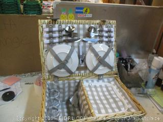 Picnic Basket with Accessories see pictures