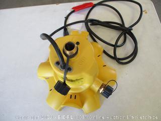 WAYNE WWB WaterBUG Submersible Pump with Multi-Flo Technology (Powers On)
