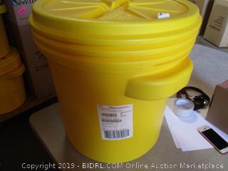 Eagle Yellow Lab 20 Gallon Bucket