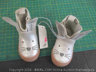 Kid's Shoes - Sz 4