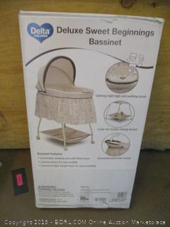 Delta Deluxe Sweet Beginnings Bassinet
