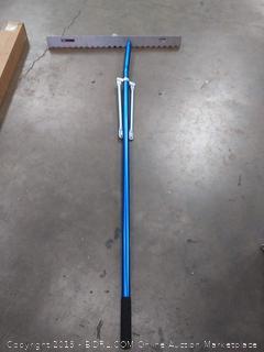 (Wall A)Bunn asphalt lute rake blunt tooth 36in aluminum handle