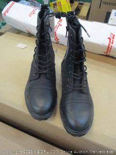 Universal Thread Boots size 8