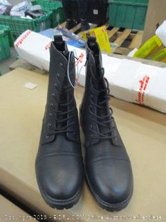 Universal Thread Boots Size 11 in box