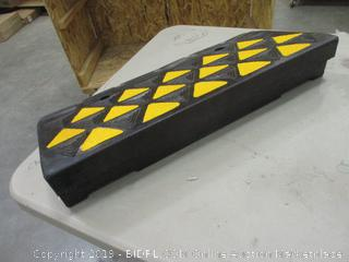 """4"""" Reflective Rubber Curv Ramp - 15 Tons"""