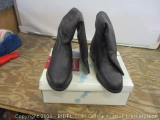 Candid Statements Boots size 7