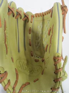 Louisville Slugger 25CR5-1250 Left Hand Throw Glove