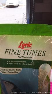 Lyric Fine Tunes No Waste Bird Feed
