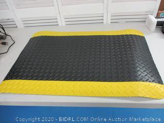 Diamond plate style rubber floor mat
