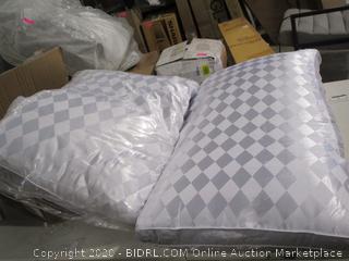 Beckham Collection- 2 Diamond Gusset Pillows- King