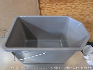 Rubbermaid Professional Plus Bucket