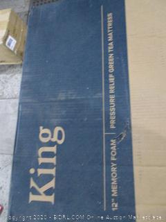 "Zinus 12"" Memory foam Mattress  King"