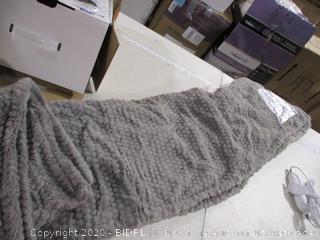 "Brookstone- n a p Heated Faux Fur Throw (50"" x 60"")"
