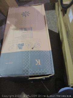 "Zinus 12"" Gel memory Foam Mattress King  new"
