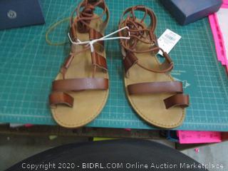 Universal thread sandals 9