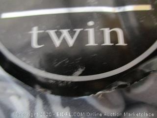 Fine Linens Twin Bedding Set
