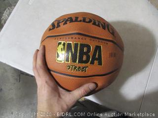 Spalding- NBA Street- Basketball