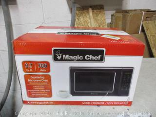 Magic Chef Countertop Microwave Oven (Powers On)