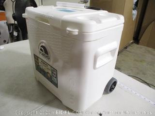 Igloo- Marine Ultra Quantum 28 QT Rolling Cooler