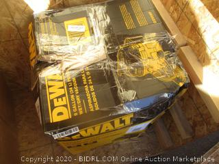 DeWalt 9 Gallon Wet/Dry Vacuum (Box Damage)