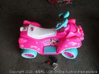 Kid Trax- Disney Minnie Mouse- Bow tique- Battery Powered Ride On ( 1 wheel missing)